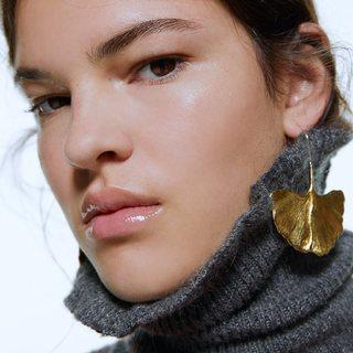 Feuilles de Ginkgo Biloba dorées, spectaculaires et fine à la fois. Symbole de longévité, d'endurance et de résilience.  La nature est notre plus bel ornement. Quel sera ton bijoux du jour ?  #bohostyle #bohemechic #bijouxspirituels #bijouxaddict #fashionjewelry #bijouxfantaisie #jewelry #jewelryaddict