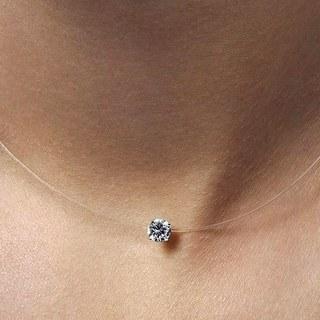 Intemporel est le fil transparent qui fait flotter la strass au creux de mon cou. Quel sera ton bijoux du jour ?    #bijouxfantaisie #fashionjewelrytrends #jewelry #bijoux #collier #necklace #zirconia